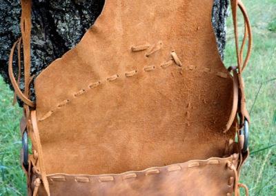 grand sac bandoulière etnhique cuir plumes forgées