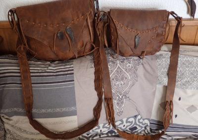 sacs etnhiques cuir plumes forgées