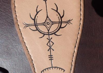 canon de bras cuir médiéval pyrogravure nordique