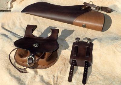 ensemble cuir médiéval carquois escarcelle et bracelet de force