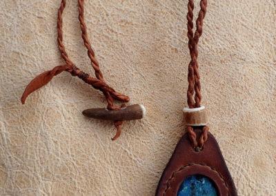 collier chrysocolle sertie cuir de renne bois de renne