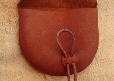 pochette cuir de renne artisanale bouton bois de renne