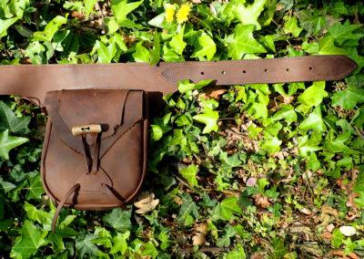 ceinture sacoches tribale ethnique artisanale cuir bois de renne