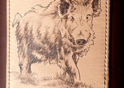 carquois cuir chasse pyrogravure sanglier