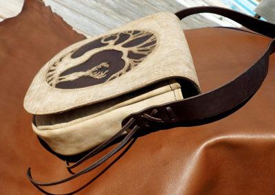 sac bandoulière cuir artisanal arbre de vie