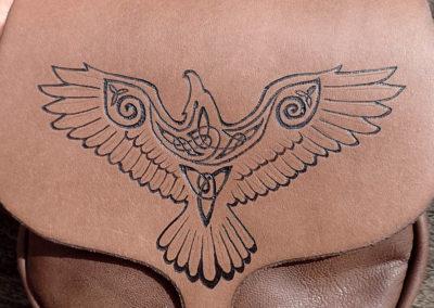 escarcelle pochette de ceinture cuir artisanale corbeau viking médiéval