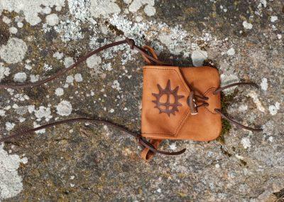 porte monnaie bandoulière cuir renne pyrogravé